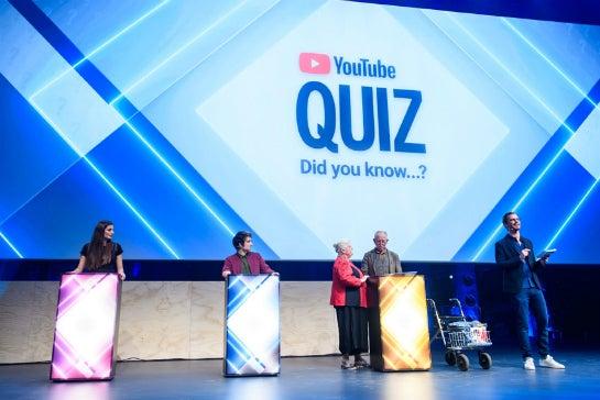 Sallys Welt, Julien Bam und Malita und Peter von Senioren Zocken beim YouTube-Quiz neben Joko Winterscheidt