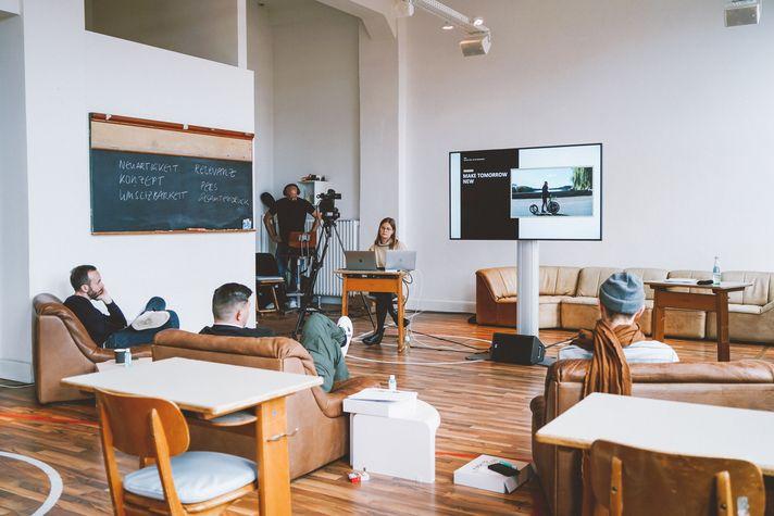 Im Corona-konformen OMR Klassenzimmer wurde über Ideen für eine Welt nach der Pandemie diskutiert