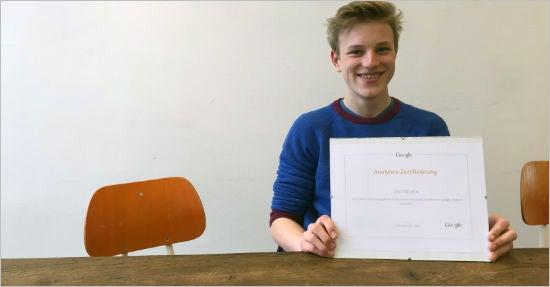 Len Focken mit seinem Google Analytics IQ-Zertifikat.