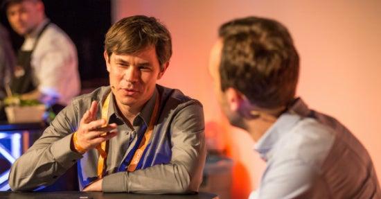 Peter Schilling (links) und Philipp Westermeyer im Interview bei der New Platform Advertising-Konferenz (Foto: Hannes Holtermann, Online Marketing Rockstars)