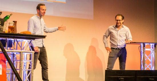 Philipp Westermeyer und Teja Töpfer eröffnen die NPA. (Foto: Hannes Holtermann, Online Marketing Rockstars)