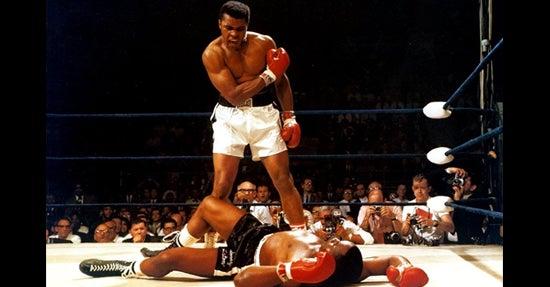 Muhammad Ali besiegt seinen Gegner – ein Symbolbild für erfolgreiche Konkurrenzanalyse