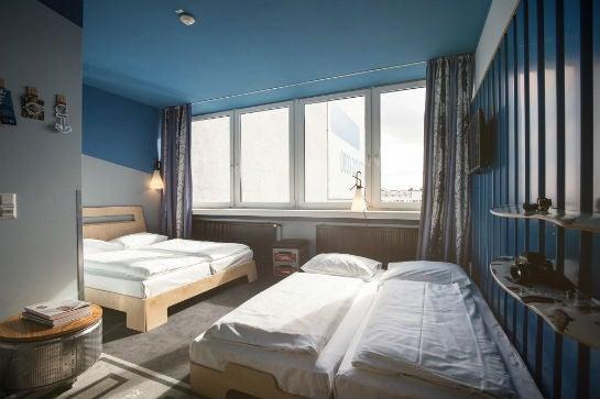 In diesen Doppelzimmern der Superbude St. Georg könntet Ihr nach Expo, Aftershowparty & Co. schlafen.